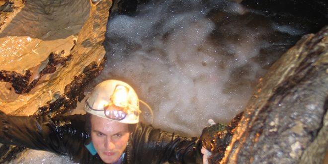 Bogdan Bădescu în peșteră